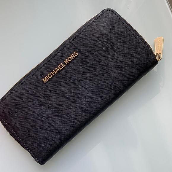 Michael Kors Handbags - Michael Kors Jet Set Wallet